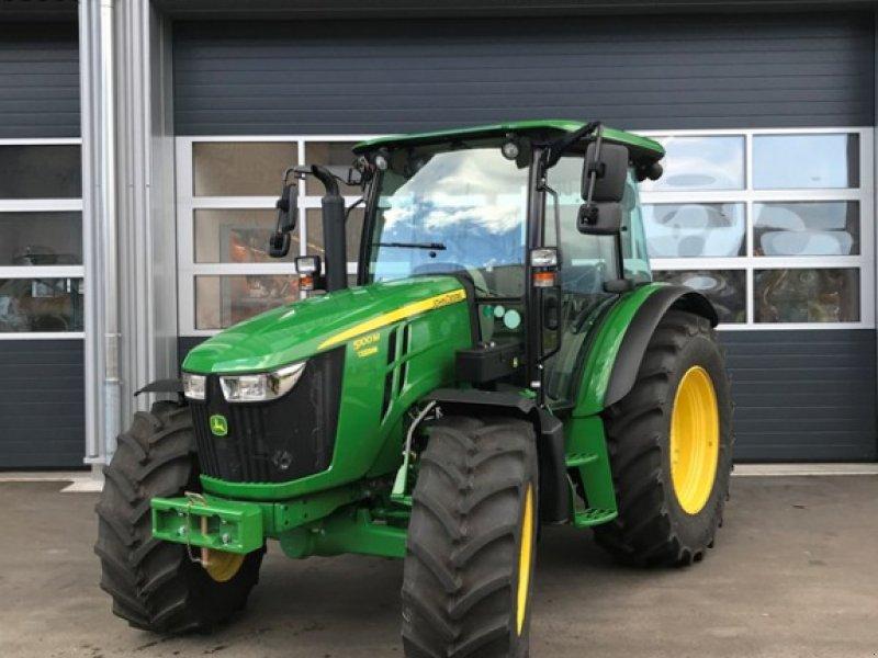 Traktor des Typs John Deere 5100M, Neumaschine in Henau (Bild 1)