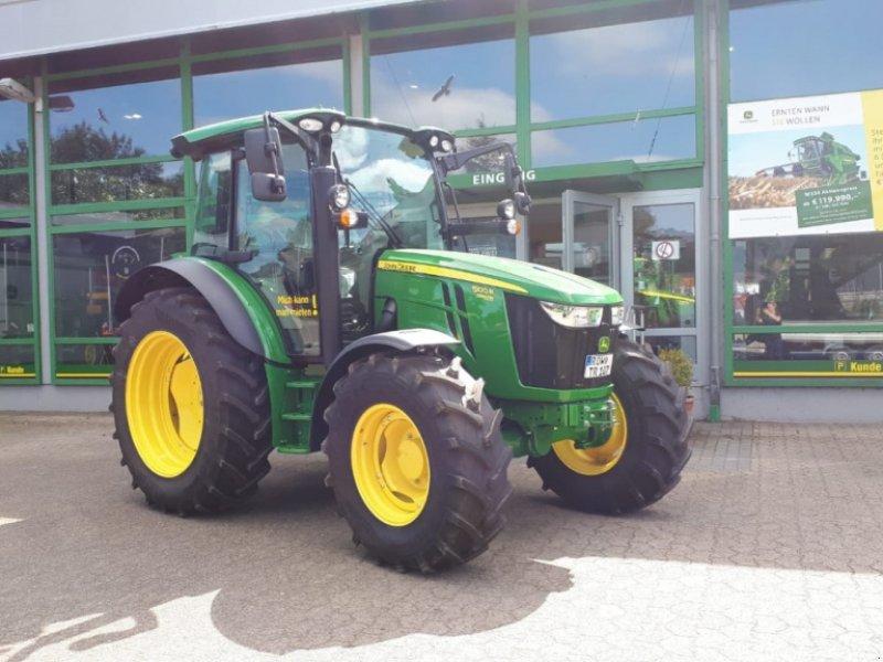Traktor des Typs John Deere 5100R, Neumaschine in Sittensen (Bild 1)