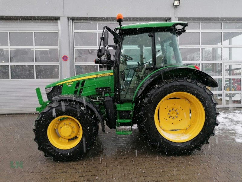 Traktor des Typs John Deere 5125R, Neumaschine in Eggenfelden (Bild 1)