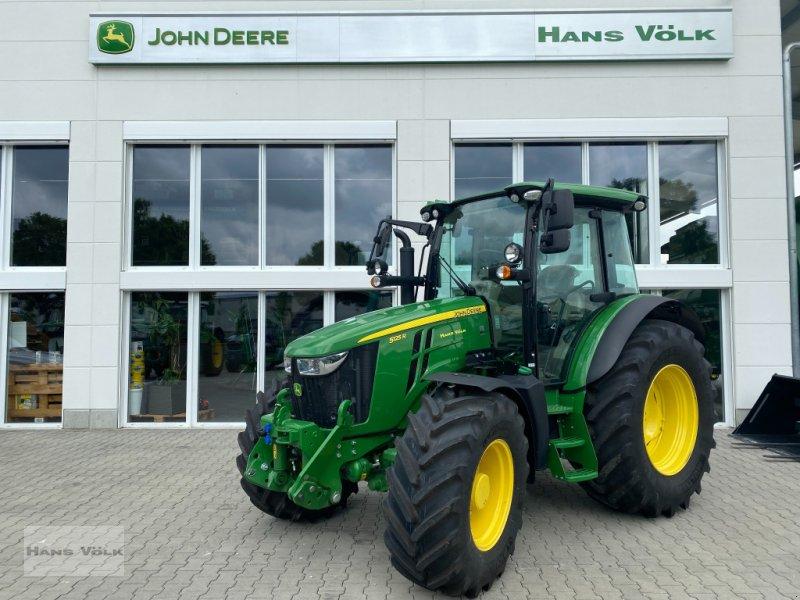 Traktor des Typs John Deere 5125R, Neumaschine in Eching (Bild 3)