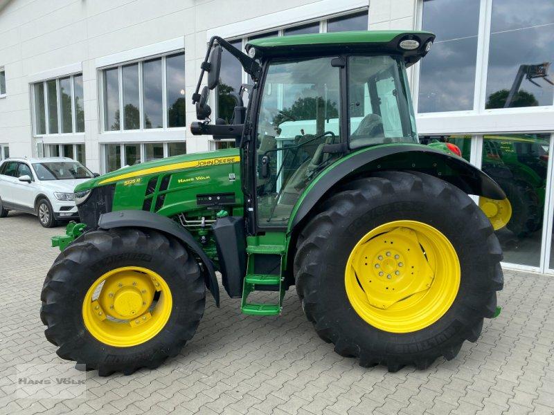 Traktor des Typs John Deere 5125R, Neumaschine in Eching (Bild 4)