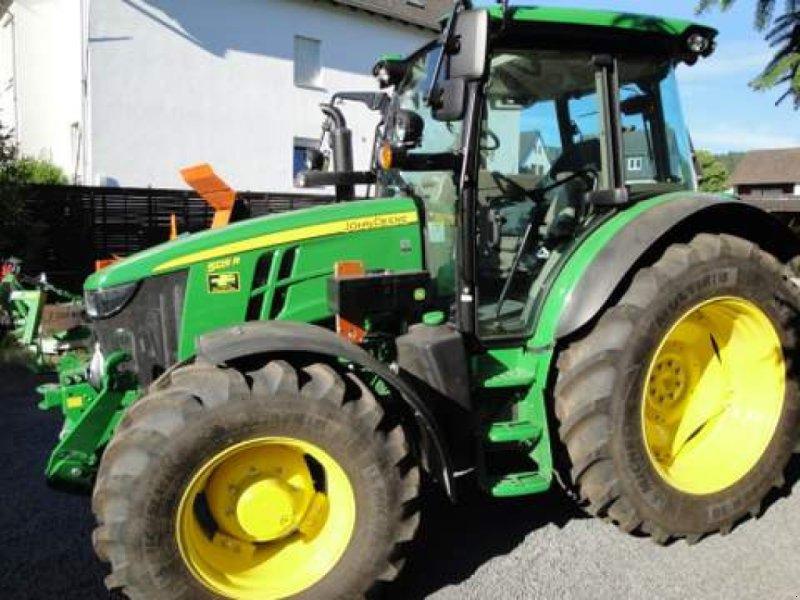 Traktor des Typs John Deere 5125R, Gebrauchtmaschine in Bad Neuenahr-Ahrweiler (Bild 1)