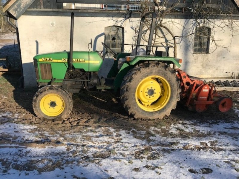 Traktor des Typs John Deere 5203, Gebrauchtmaschine in Skanderborg (Bild 1)