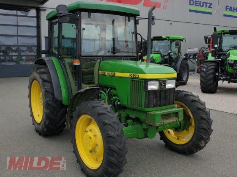 Traktor des Typs John Deere 5400, Gebrauchtmaschine in Creußen (Bild 1)