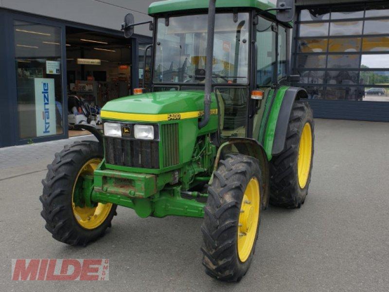 Traktor des Typs John Deere 5400, Gebrauchtmaschine in Creußen (Bild 3)