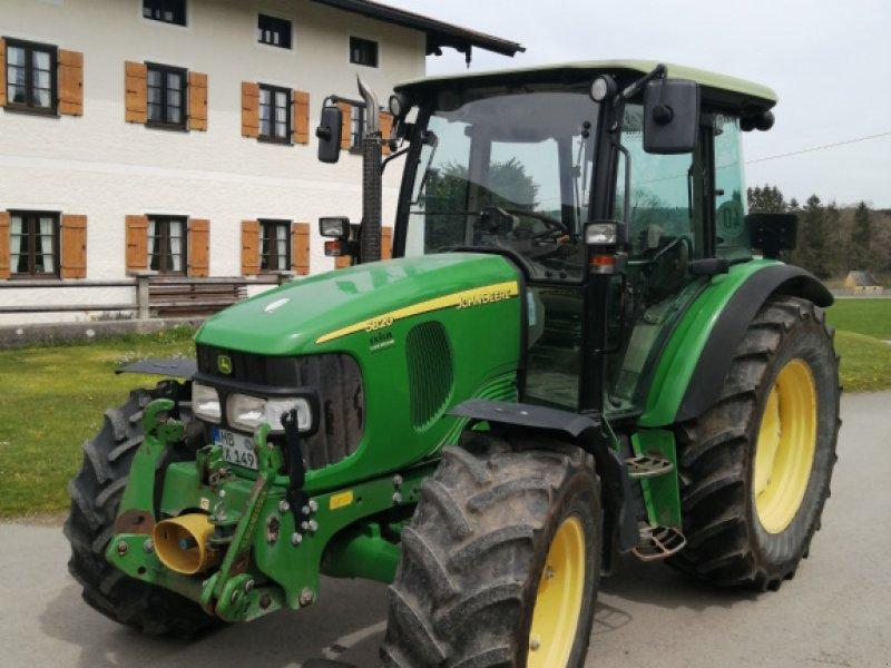Traktor des Typs John Deere 5820 Premium, Gebrauchtmaschine in Fischbachau (Bild 1)