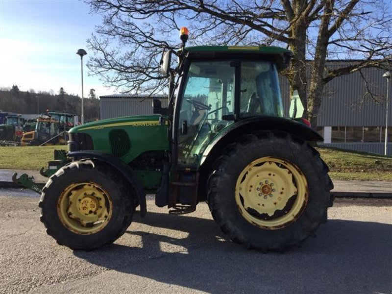 Traktor типа John Deere 5820 TRAKTOR FR.LYFT, Gebrauchtmaschine в  (Фотография 1)