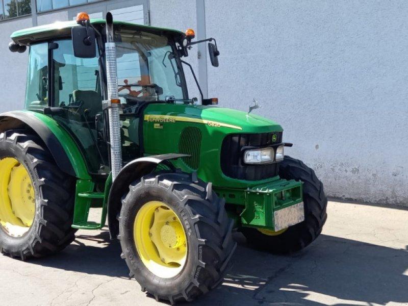 Traktor типа John Deere 5820, Gebrauchtmaschine в Wangen (Фотография 1)