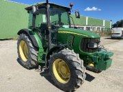 Traktor типа John Deere 5820, Gebrauchtmaschine в ARLES