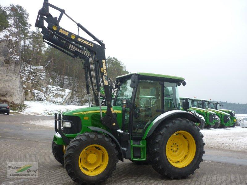Traktor des Typs John Deere 5820, Gebrauchtmaschine in 91257 Pegnitz-Bronn (Bild 1)