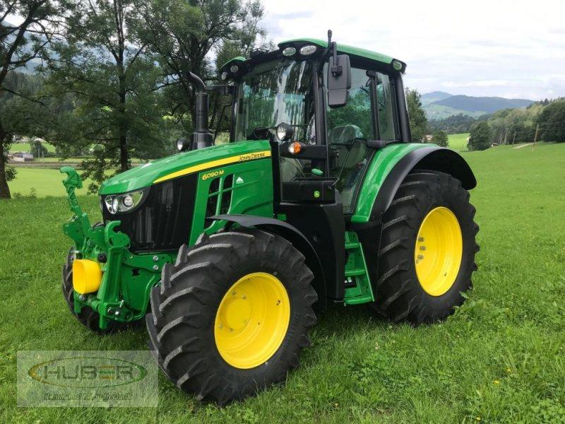 Traktor des Typs John Deere 6090M, Neumaschine in Kundl/Tirol (Bild 1)