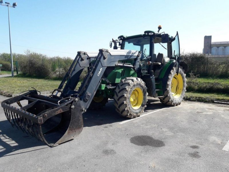Traktor типа John Deere 6115R, Gebrauchtmaschine в NOYANT (Фотография 1)