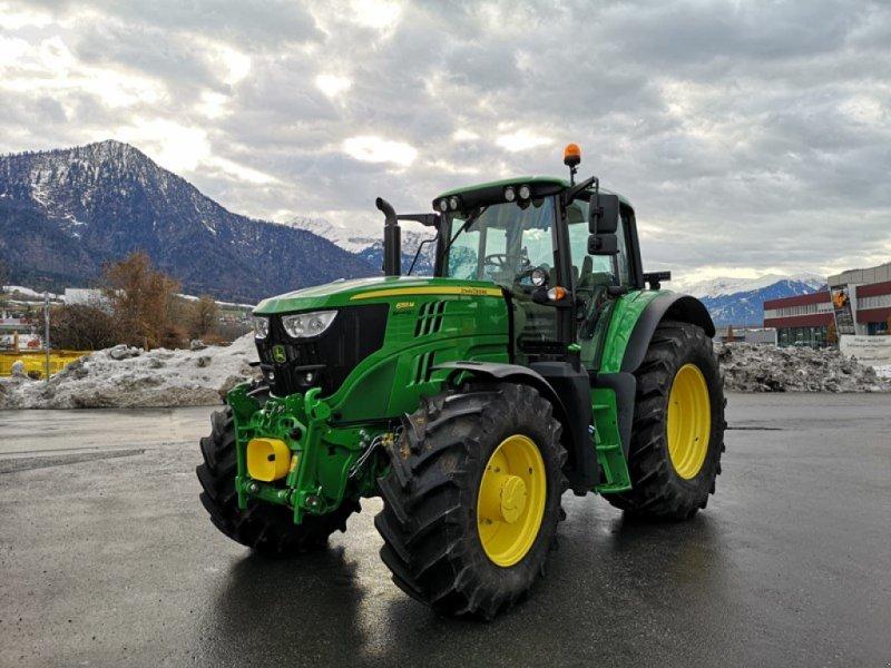 Traktor des Typs John Deere 6155M, Ausstellungsmaschine in Landquart (Bild 1)