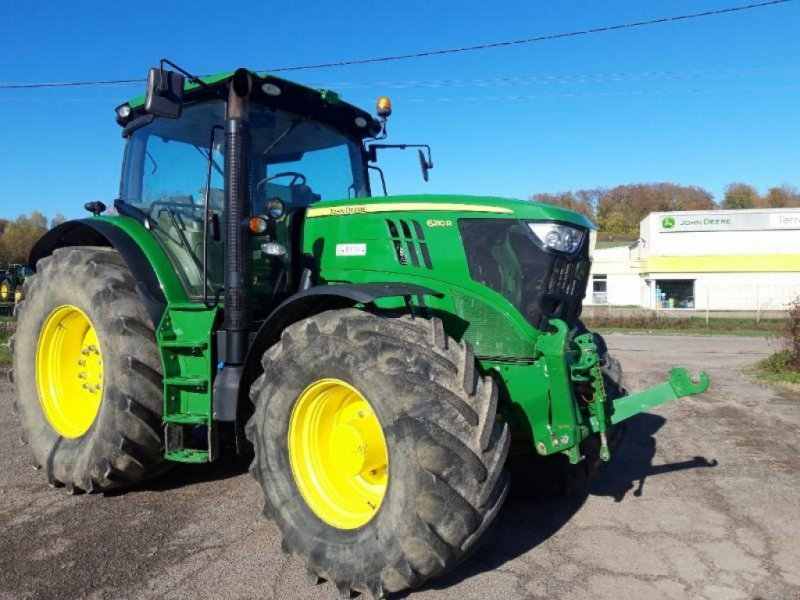 Traktor des Typs John Deere 6210R, Gebrauchtmaschine in VOUZIERS (Bild 1)
