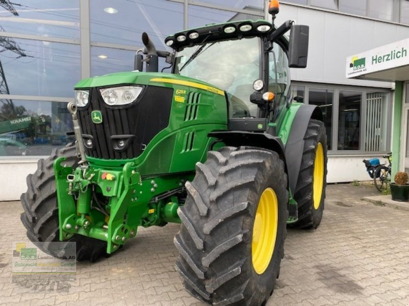 Traktor tip John Deere 6215 R, Gebrauchtmaschine in Regensburg (Poză 1)