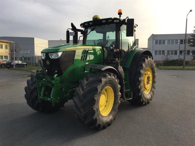 Traktor типа John Deere 6215R Autopower m/frontlift, Gebrauchtmaschine в Assens (Фотография 1)