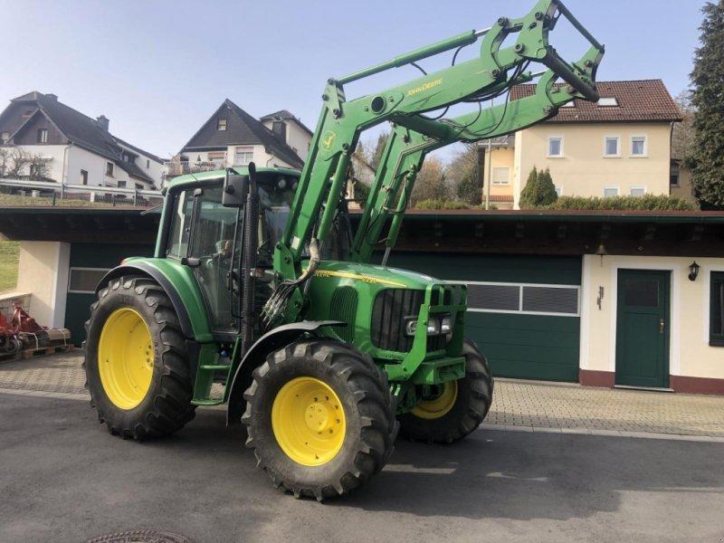 Traktor des Typs John Deere 6220  - Allrad - Frontlader - Klima - geferdert Vorderachse, Gebrauchtmaschine in Niedernhausen (Bild 1)