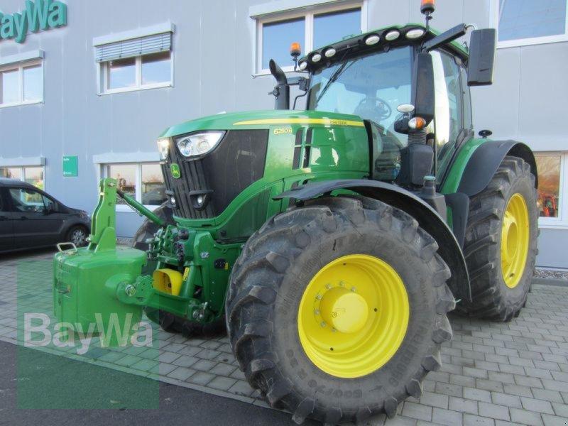 Traktor des Typs John Deere 6250 R, Gebrauchtmaschine in Großweitzschen  (Bild 1)