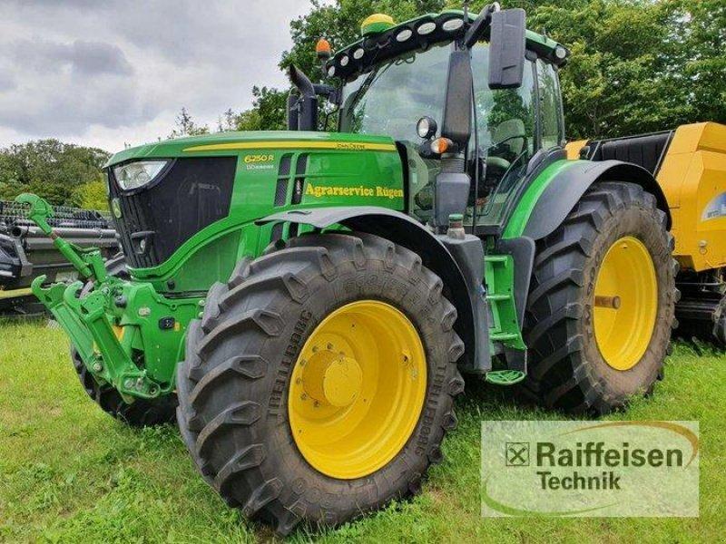 Traktor des Typs John Deere 6250R, Gebrauchtmaschine in Kruckow (Bild 1)