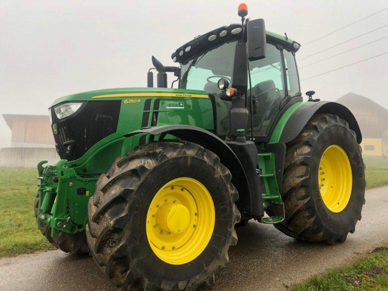 Traktor des Typs John Deere 6250R, Gebrauchtmaschine in Neukirchen an der Vöckla (Bild 1)