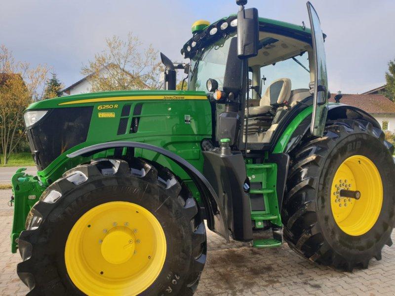Traktor des Typs John Deere 6250R, Gebrauchtmaschine in Eichendorf (Bild 1)