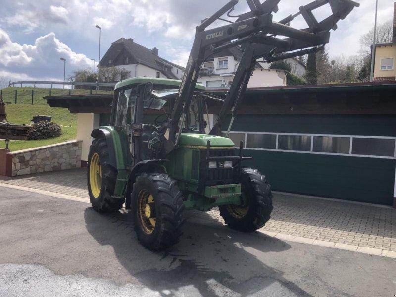Traktor типа John Deere 6300 Allrad Kabine Frontlader 40km/h TÜV, Gebrauchtmaschine в Niedernhausen (Фотография 1)