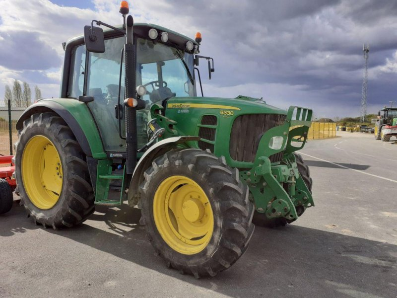 Traktor типа John Deere 6330 PREMIUM APW, Gebrauchtmaschine в NOYANT (Фотография 1)
