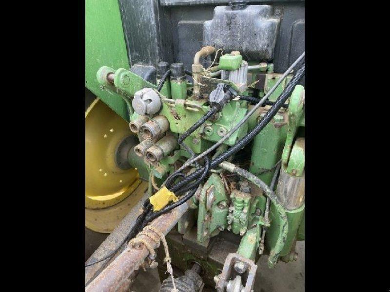 Traktor типа John Deere 6400 EPAREUSE, Gebrauchtmaschine в ARLES (Фотография 6)