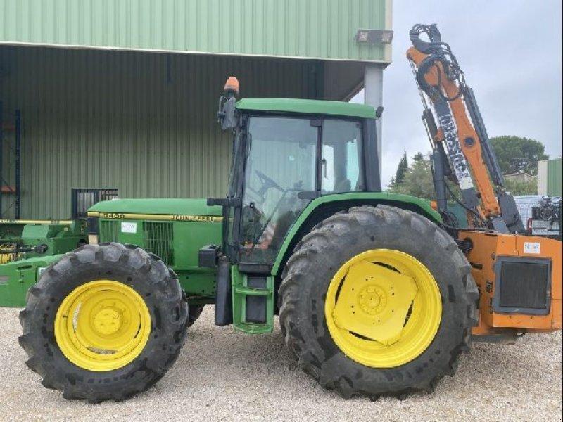 Traktor типа John Deere 6400 EPAREUSE, Gebrauchtmaschine в ARLES (Фотография 2)