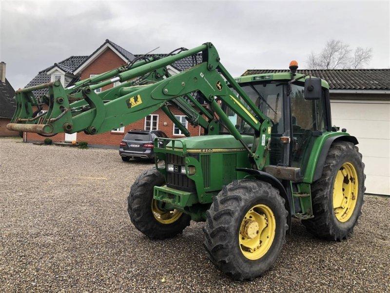 Traktor des Typs John Deere 6400 med frontlæsser, Gebrauchtmaschine in Nørager (Bild 1)