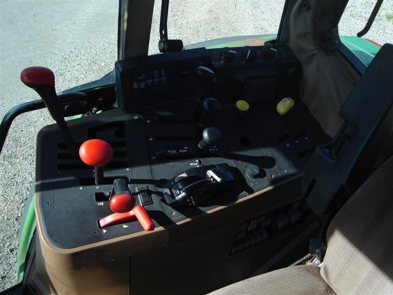 Traktor типа John Deere 6400, Gebrauchtmaschine в Ejstrupholm (Фотография 6)
