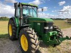 Traktor des Typs John Deere 6800 en TILLE (BEAUVAIS)