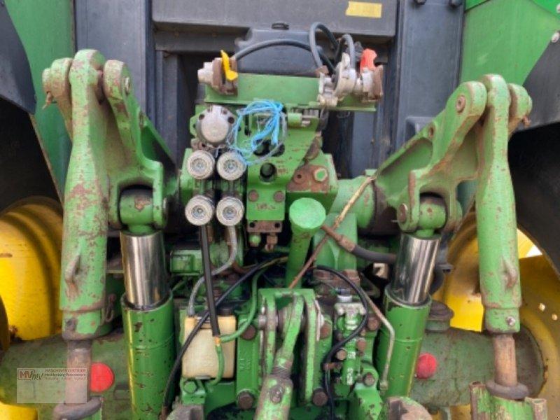 Traktor des Typs John Deere 6900, Ausstellungsmaschine in Burow (Bild 5)