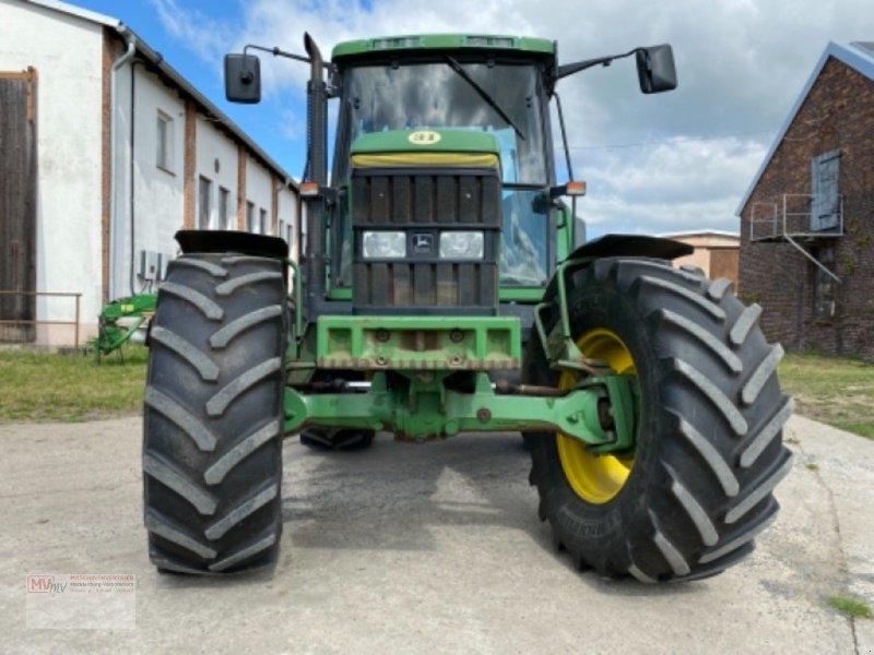 Traktor des Typs John Deere 6900, Ausstellungsmaschine in Burow (Bild 9)