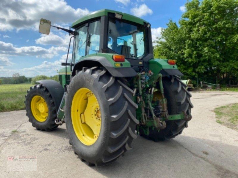 Traktor des Typs John Deere 6900, Ausstellungsmaschine in Burow (Bild 3)