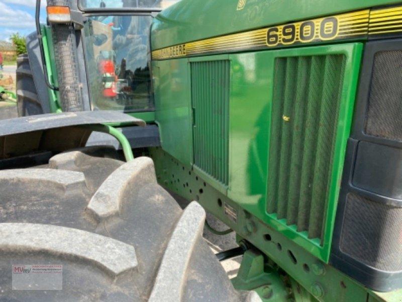 Traktor des Typs John Deere 6900, Ausstellungsmaschine in Burow (Bild 7)
