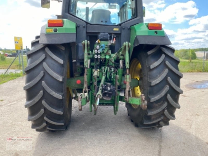 Traktor des Typs John Deere 6900, Ausstellungsmaschine in Burow (Bild 4)