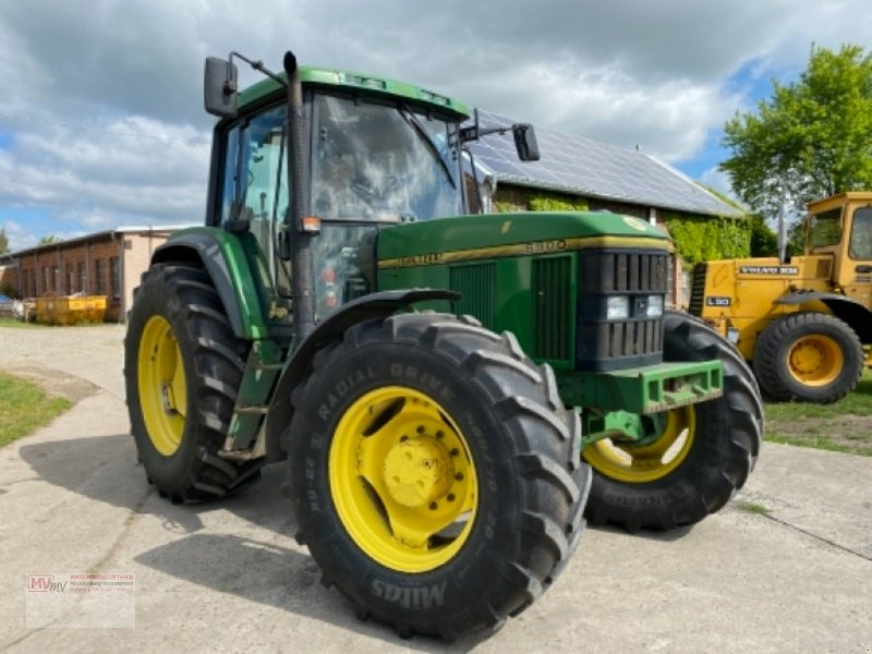 Traktor des Typs John Deere 6900, Ausstellungsmaschine in Burow (Bild 8)