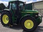 Traktor des Typs John Deere 6910 in Aurich