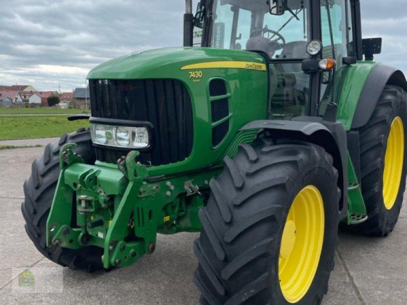 Traktor des Typs John Deere 7430 Auto Quad Premium, Gebrauchtmaschine in Salsitz (Bild 1)