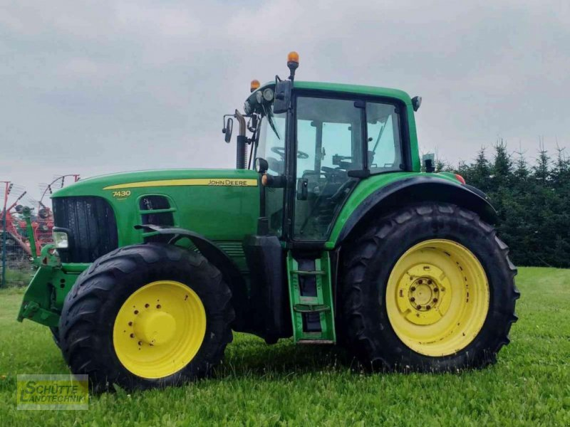 Traktor типа John Deere 7430 Premium, Gebrauchtmaschine в Marsberg-Giershagen (Фотография 1)