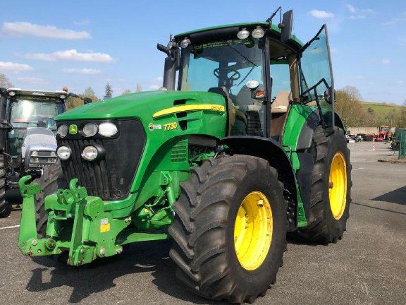 Traktor типа John Deere 7730, Gebrauchtmaschine в SAINT PALAIS  (Фотография 1)