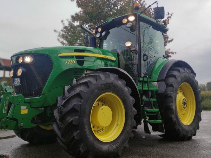 Traktor des Typs John Deere 7730, Gebrauchtmaschine in Bad Füssing (Bild 1)