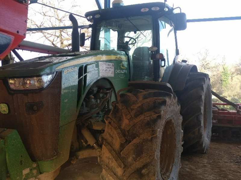 Traktor typu John Deere 8260R, Gebrauchtmaschine w Gueret (Zdjęcie 1)