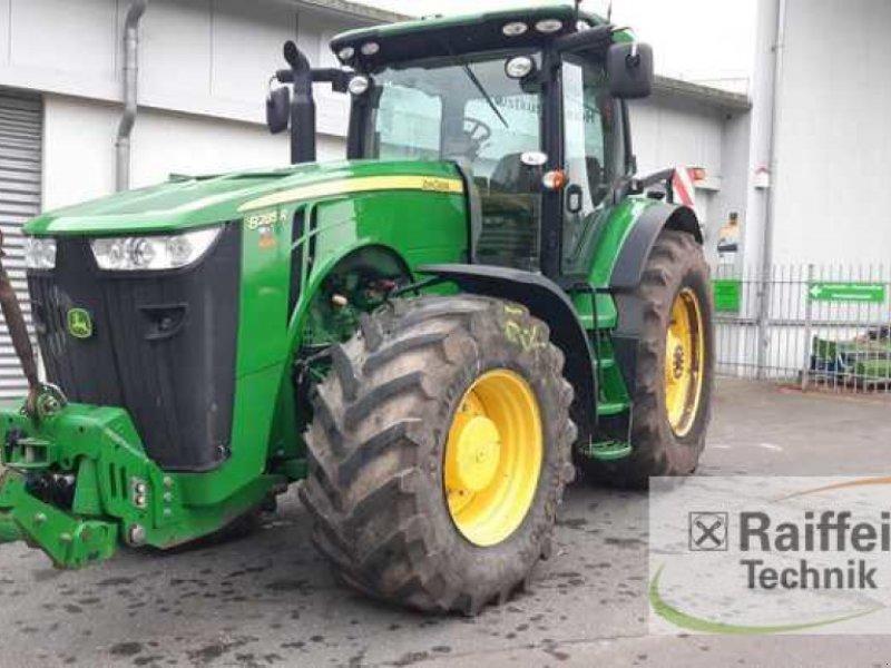 Traktor des Typs John Deere 8285 R, Gebrauchtmaschine in Eckernförde (Bild 1)