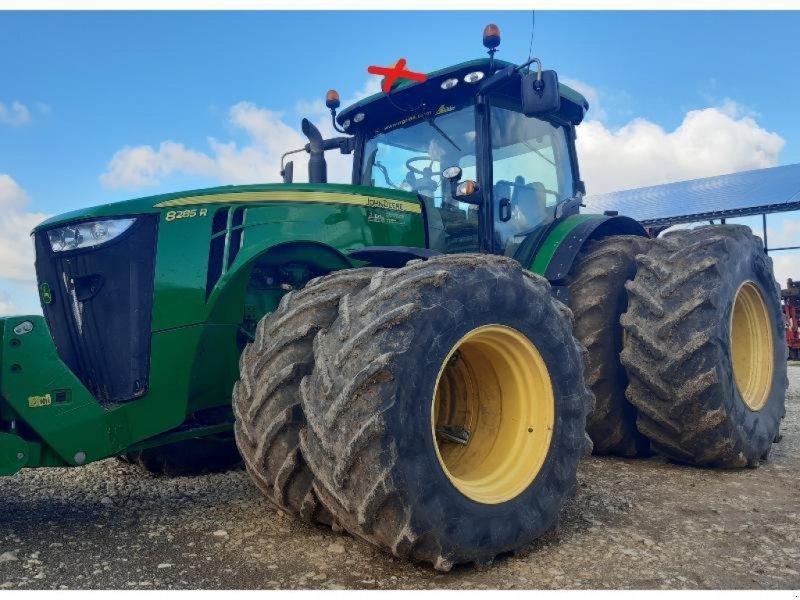 Traktor типа John Deere 8285R, Gebrauchtmaschine в SAINT GENEST D'AMBIERE (Фотография 1)
