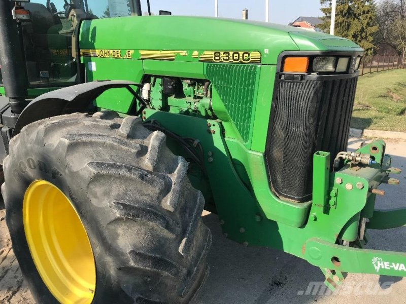 Traktor типа John Deere 8300 MED FRONTLIFT, Gebrauchtmaschine в Hobro (Фотография 2)