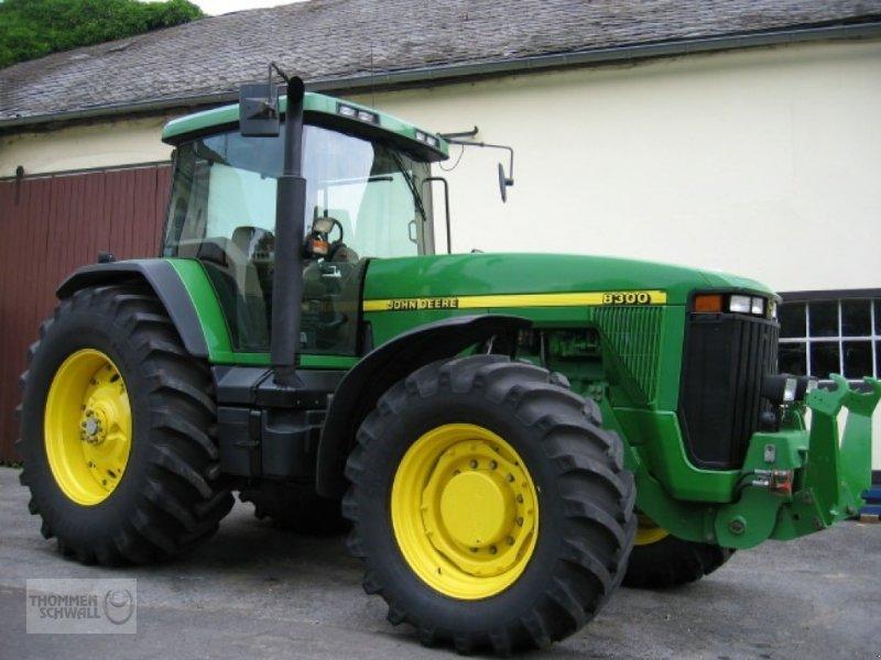 Traktor des Typs John Deere 8300 Powershift, Gebrauchtmaschine in Crombach/St.Vith (Bild 1)