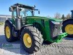 Traktor des Typs John Deere 8310 R in Siegenburg