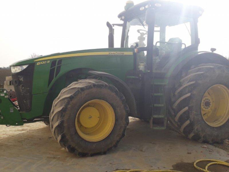 Traktor типа John Deere 8320R, Gebrauchtmaschine в Realmont (Фотография 1)